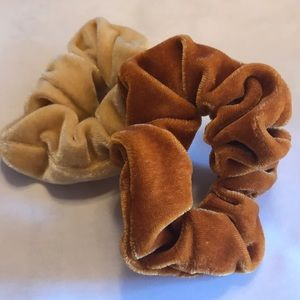 Accessories - Set of 2 Scrunchies - NWOT
